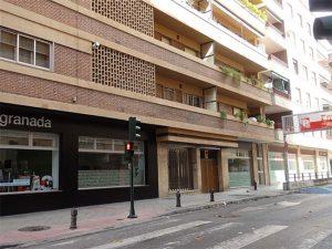 FACHADA-Comprar piso en pleno centro de Granada